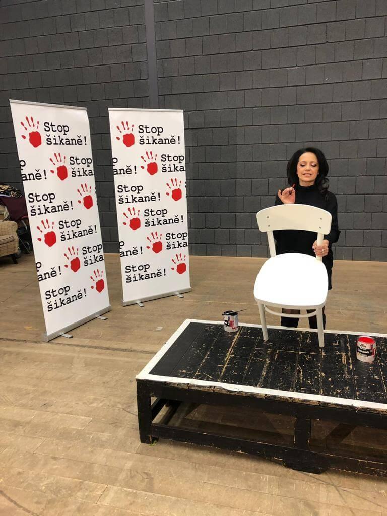 Malování židle s Lucií Bílou
